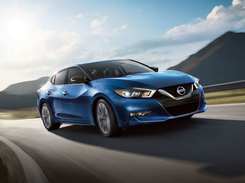 Nissan Maxima 2018: serious sedan with smart design
