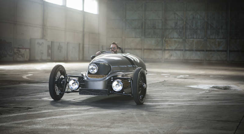 Morgan EV3: wooden frame and electric traction