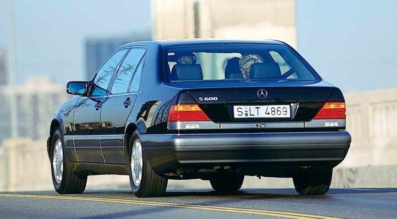 Mercedes-Benz W140 rear view