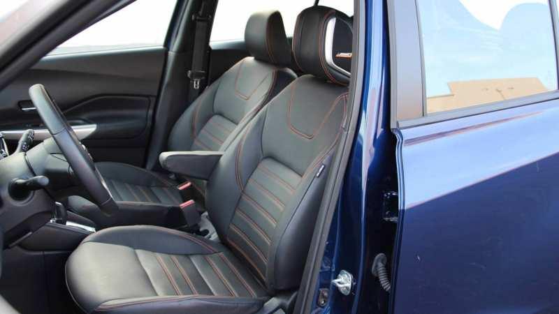 Nissan Kicks front seats