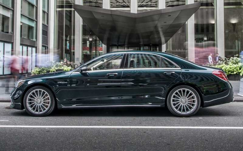 Side view of the Mercedes-Benz S-Class