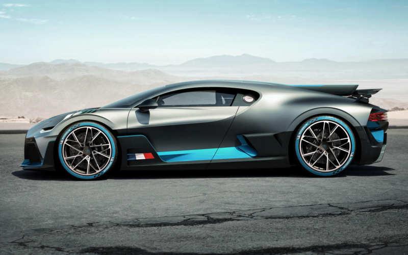 Bugatti Divo side view