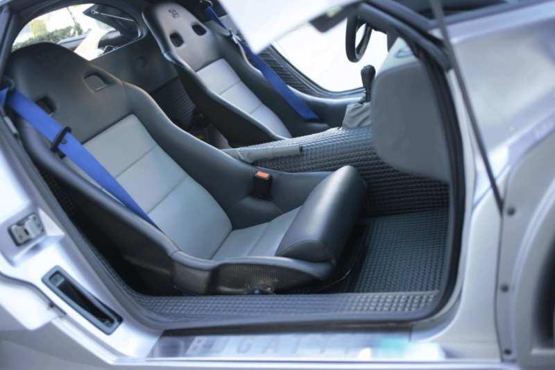 Bugatti EB110 interior photo